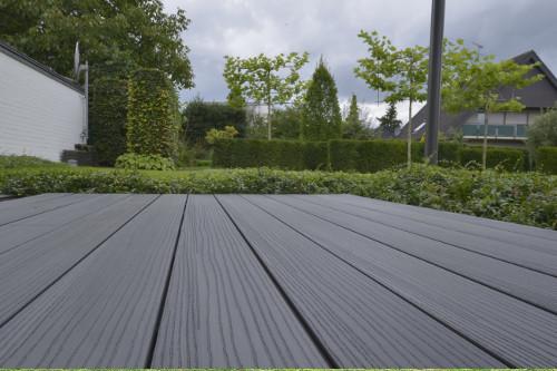 Eine Wpc Terrasse Als Mittelpunkt Des Gartensinspirationratgeber