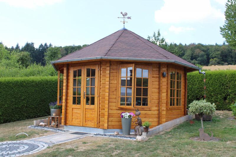 Gartenhaus Dacheindeckung mit Bitumenschindeln