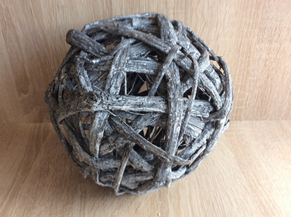 Dekokugel aus Rindenholz