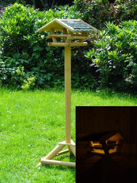 Vogelfutterhaus Tirol mit Beleuchtung